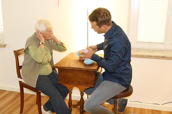 Patientenaufklärung während Behandlung und Ausbildung zum Osteopathen